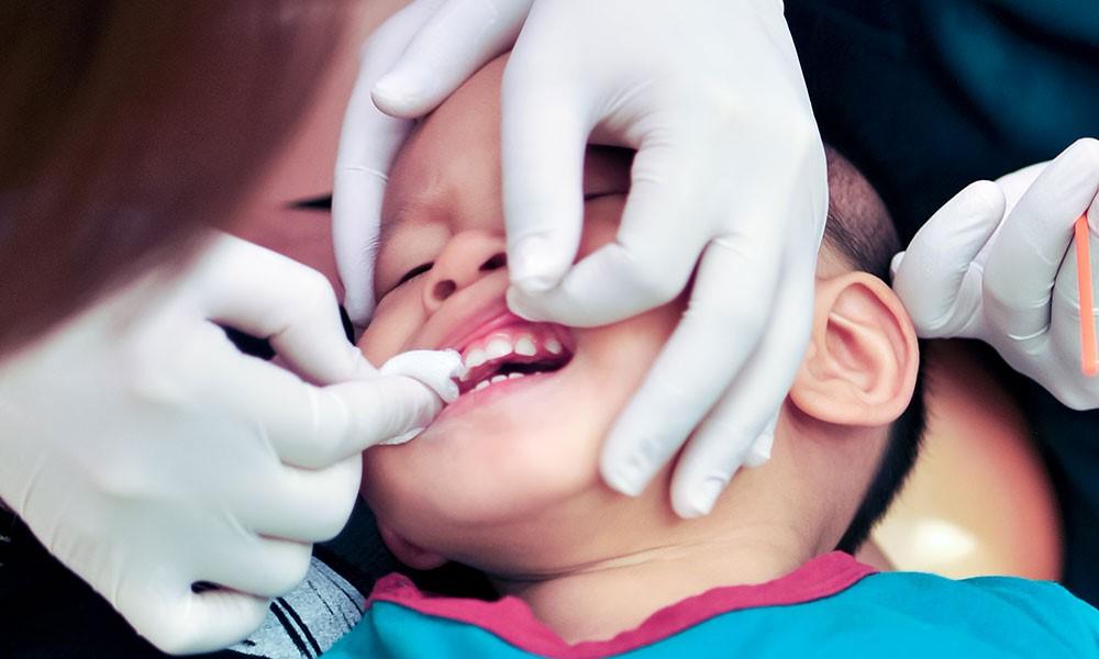 Sådan undgår du, at dit barn får tandlægeskræk