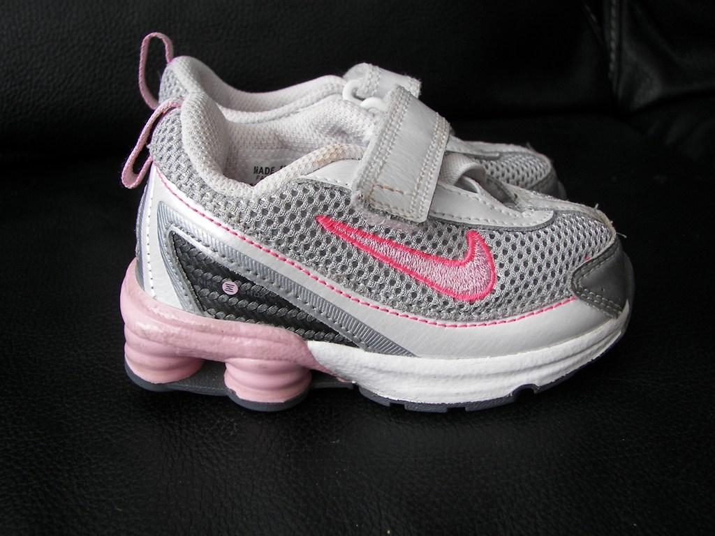 0 1 år: Nike shox str.21