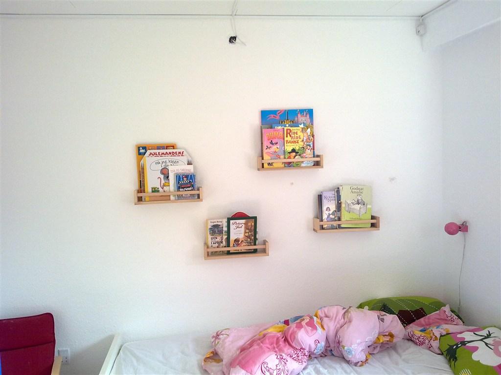 Ny bogreol til væggen NZ22
