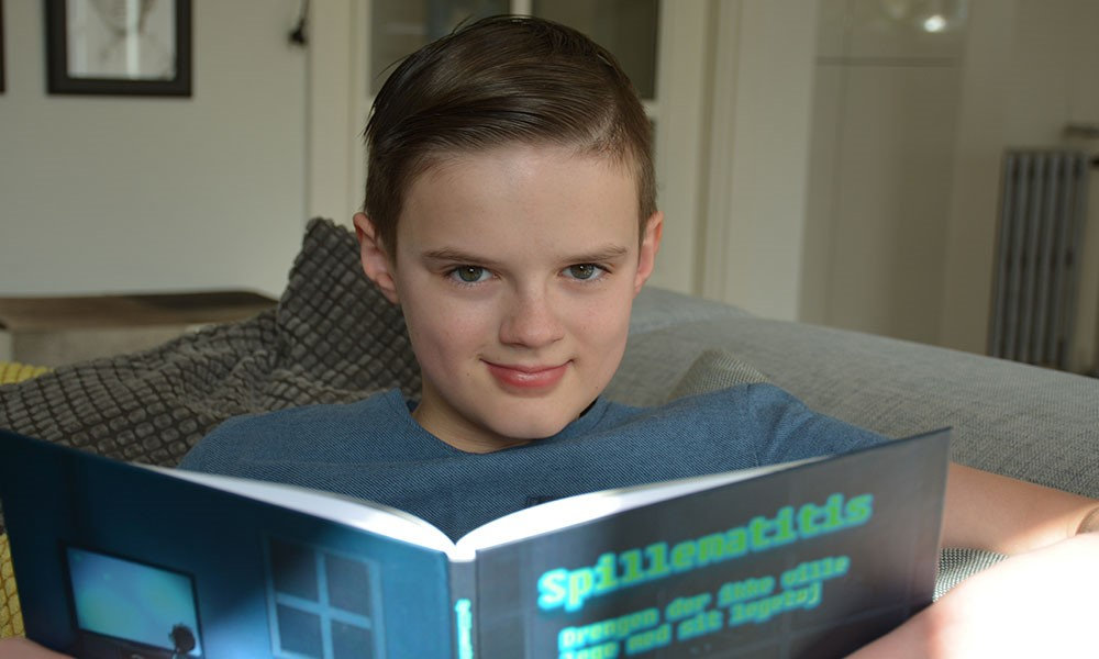 Alexander har som 10årig skrevet en bog: lider dit barn af spillematitis?
