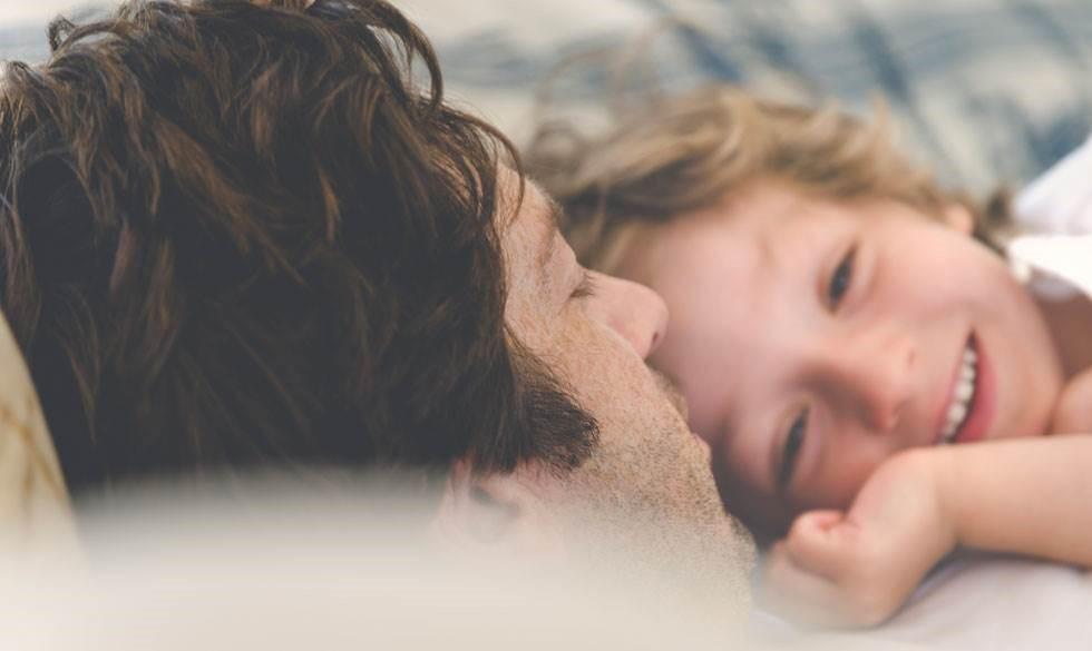 10 tips til at putte dit barn på en kærlig måde