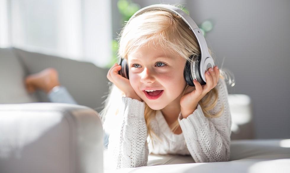"""Egmont lancerer podcasts til børn:  """"Børn skal motiveres til at skabe billeder ved hjælp af deres egen fantasi"""""""