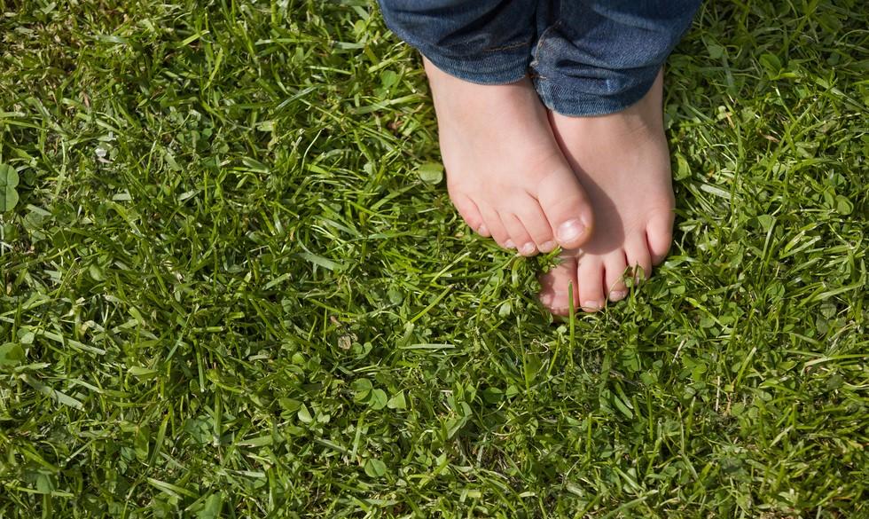 Hvad er fodsvamp? Sådan behandler du dit barns røde tæer