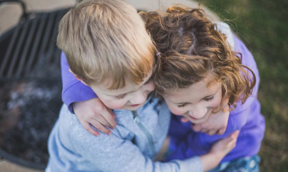 Sådan lærer du dit barn at blive en god ven